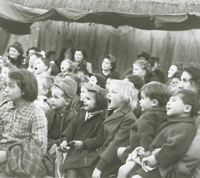 Robert Doisneau - Children at a Puppet Show
