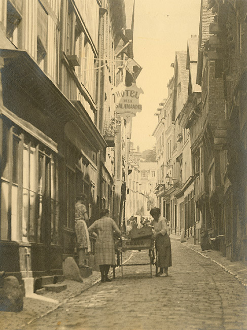 Geerts - Women on a Belgium Street